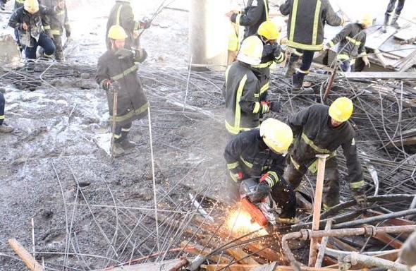 مدني مكة: ست إصابات إثر انهيار سقف لقبة بناية تحت الإنشاء