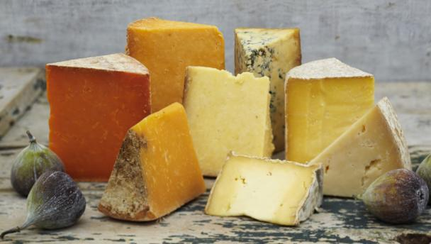 10) الجبن القاسي: