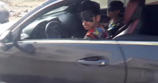 قام شابان بنشر مقطع فيديو وهما يقومان بقيادة سيارة وأعينهما معصوبة وسط حي سكني ما جعل إدارة المرور تبحث عنهما وتلقي القبض عليه