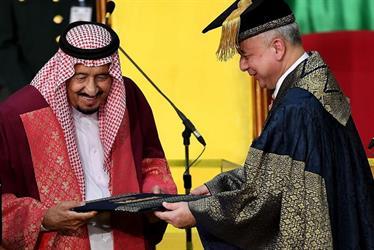 """شاهد.. كلمة خادم الحرمين في حفل تسلمه الدكتوراه الفخرية من جامعة """"ملايا"""" الماليزية"""