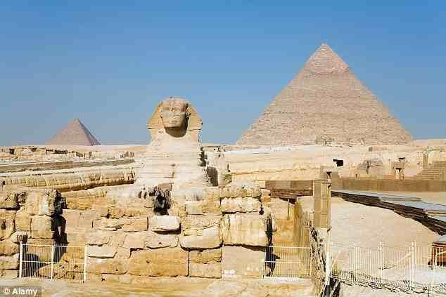 """ولم تكن الحضارة المصرية القديمة للفراعنة بمنأى عن التقليد الصيني، حيث تم بناء نسخة طبق الأصل بالحجم والشكل لتمثال """"أبو الهول"""""""