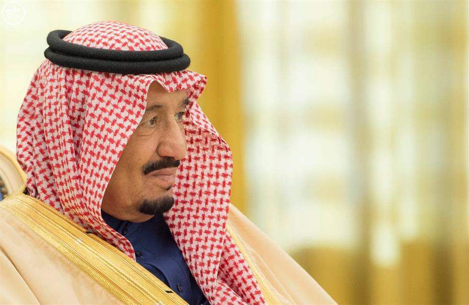 """بالصور.. خادم الحرمين يقلد الرئيس المكسيكي قلادة الملك عبدالعزيز ويتقلد وسام """"نسر الأزتيك"""""""