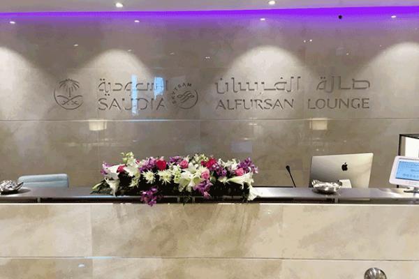 شاهد.. صالة الفرسان الجديدة التابعة للخطوط السعودية بمطار الملك خالد