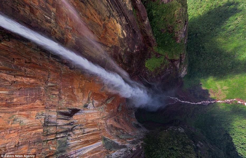 صورة مثل هذه فقط  يمكن أن تبين الحجم الكبير من شلالات أنجيل في فنزويلا.