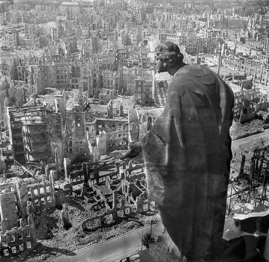 """5-درسدن ــ ألمانيا:  تعرضت مدينة """"درسدن"""" الألمانية لقصف وحشي من جانب قوات الحلفاء خلال الحرب العالمية الثانية في الفترة من 13"""