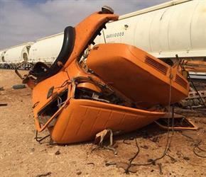 قطار الفوسفات يشطر شاحنة لنصفين بعد اعتراضها مساره بحائل  (فيديو)