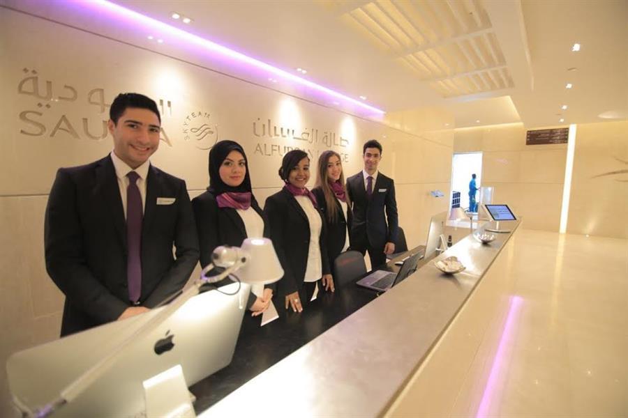 بالصور.. الخطوط السعودية تدشن أول صالة للفرسان خارج المملكة بمطار القاهرة