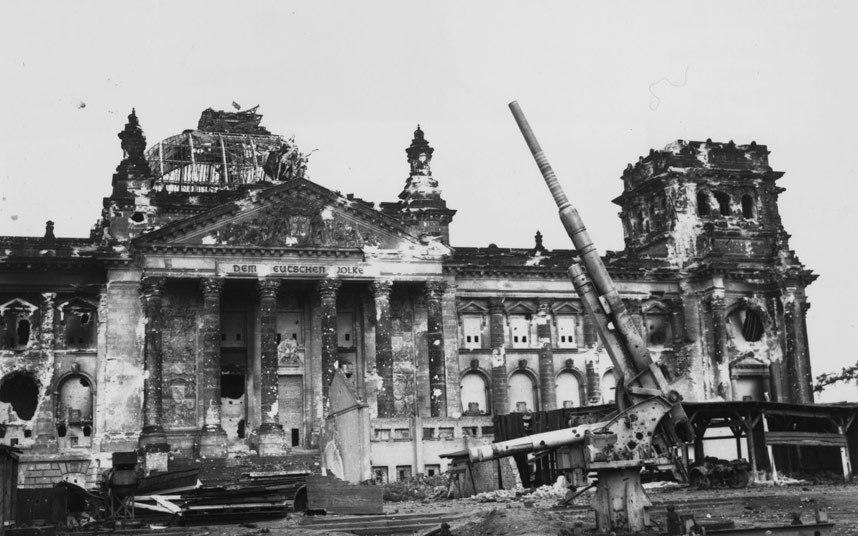 """9 - برلين ــ ألمانيا:   بدأت معركة """"برلين"""" في نوفمبر/تشرين ثاني عام 1943 بهدف تحطيم الروح المعنوية للقوات الألمانية وتوجيه ضرب"""