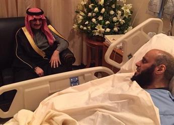 بالصور .. الوليد بن طلال والربيعة وعدد من المشايخ يزورون الشيخ عائض القرني