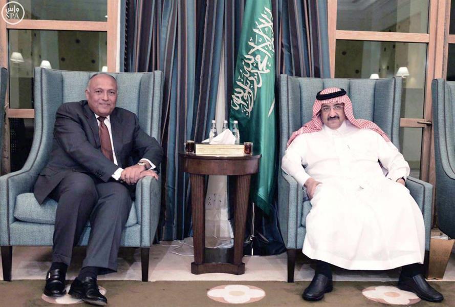 سمو ولي العهد يستقبل وزير الخارجية المصري