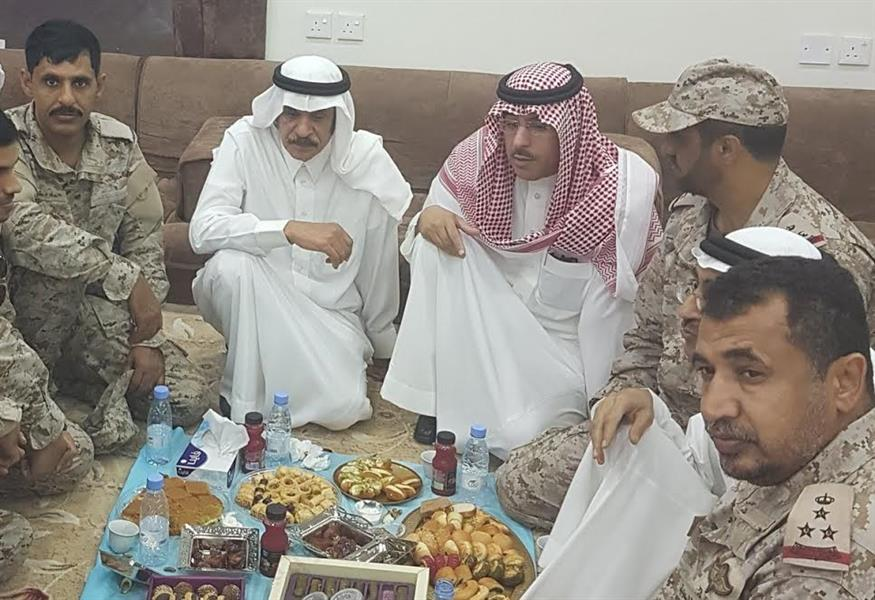 بالفيديو والصور.. وزير الإعلام يوجّه كلمة عبر اللاسلكي للجنود المرابطين ويتناول الأفطار على الحد الجنوبي