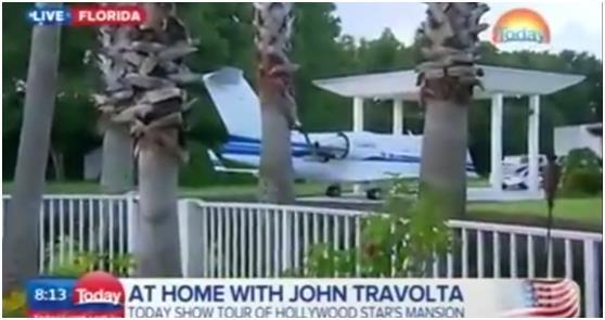 """هذا ويحتفظ """"ترافولتا"""" في ساحة منزله أيضاً بإحدى طائرات شركة """"شالنجير"""" النفاثة لصناعة الطائرات, والتي يستخدمها أحيانا في عمله ك"""