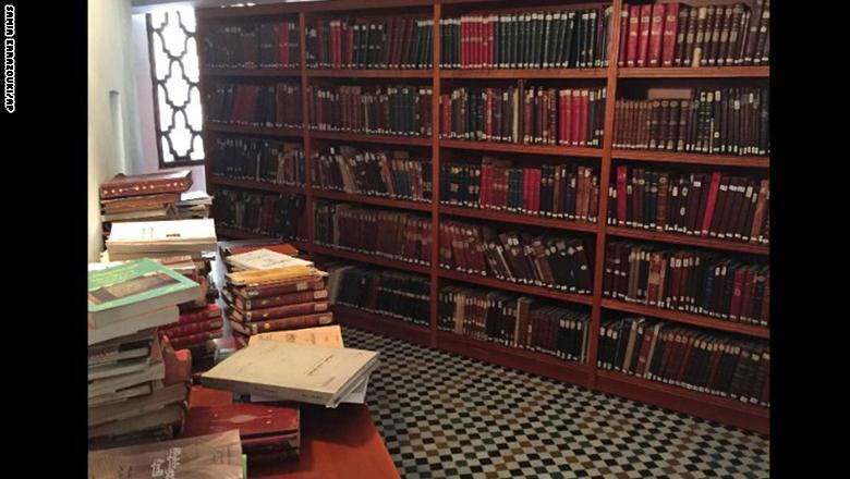 ويعود تأسيس تلك المكتبة إلى العام 859، لتكون بذلك أقدم مكتبة في العالم، حيث توجد متاهات من الغرف التي اعتكف فيها الطلاب والعلم