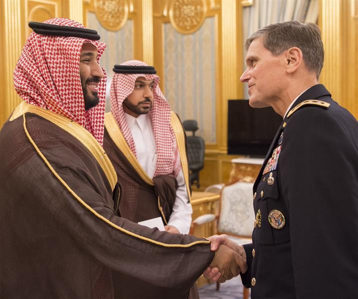 نائب خادم الحرمين الشريفين يلتقي قائد القيادة المركزية بالجيش الأمريكي