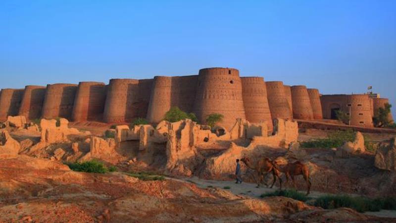 """3- """"Derawar Fort""""، باكستان:"""