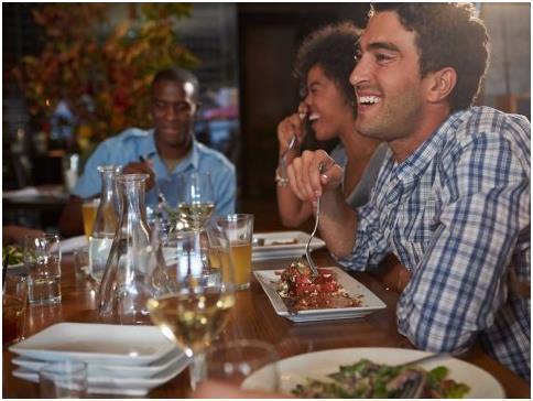 تناول الطعام في الخارج أمر مكلف جدًا، فحتى إذا لم تتناول الطعام في مطاعم غالية، فإن الأمر يصبح عبئًا على الميزانية الخاصة بك،