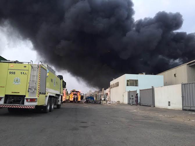مدني مكة تحاصر 3 حرائق بجنوب ووسط جدة