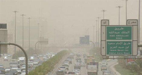 الأرصاد تحذر من رياح مثيرة للأتربة وغبار يغطي سماء الرياض حتى صباح غد