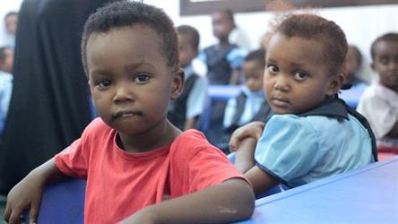 رئيس الوزراء اليمني: الحكومة ستُقدم الدعم اللازم لتسهيل العودة الطوعية للاجئين الصوماليين