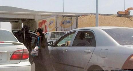 رافعة تشل طريق الحرمين في جدة