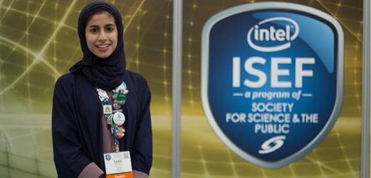 """فرحة السعودية """"سارة الربيعة"""" بعد فوزها بجائزة """"ناسا"""" لأفضل مشروع في علم المواد تجذب المغردين - فيديو"""