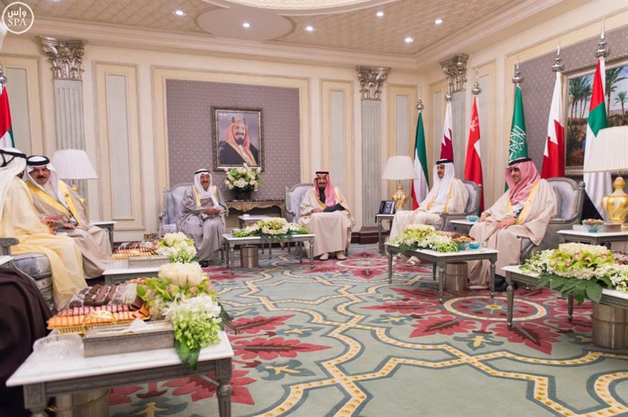 خادم الحرمين يستقبل في قصر الدرعية قادة ورؤساء وفود الدول المشاركة