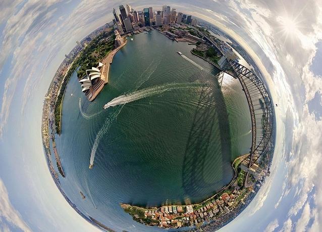 ميناء سيدني المذهل - أستراليا، وتظهر في الصورة دار الأوبرا الشهيرة التي تبدو وكأنها مركز العالم.