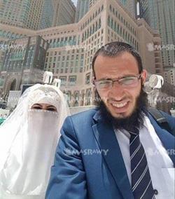 صور لـ عروس الحرم مع زوجها بعد منعها من الدخول.. وكشف ملابسات الواقعة