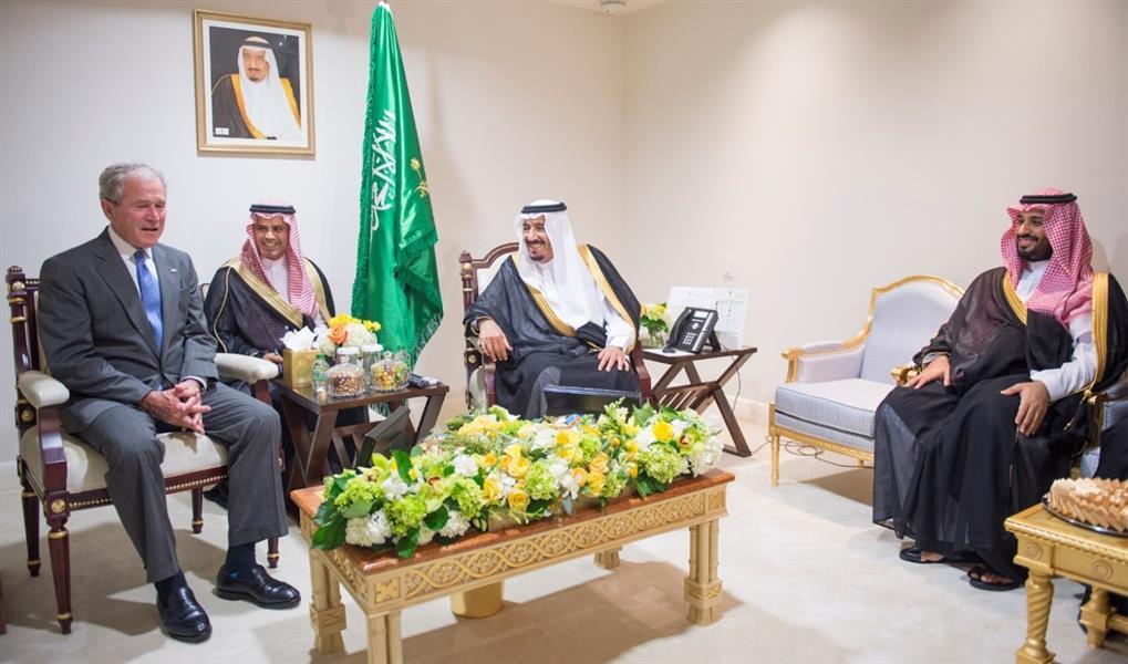 اجتماع الملك سلمان بن عبدالعزيز والرئيس السابق جورج بوش