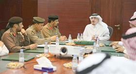 نائب وزير العمل لدى اجتماعه مع بعض القيادات الأمنية