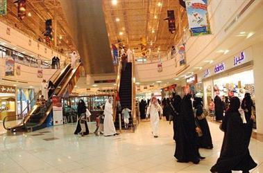 تقليص فترة الانتظار بين الأذان والإقامة في المجمعات التجارية.. مقترح لأحد أعضاء الشورى