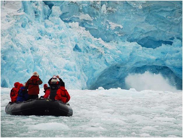 أرخبيل سفالبارد الجليدي، ويقع في المحيط المتجمد الشمالي في شمال قارة أوروبا  بين النرويج والقطب الشمالي ويتكون من مجموعة من ال