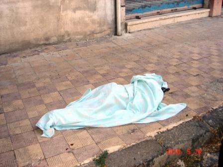 العثور طالب ابتدائي متوفى أمام منزله وجسده ملطخ ad5d9e0c-1ede-4c08-b