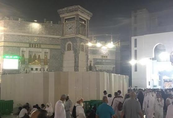 صور لموقع الساعة التي وجه أمير مكة بإزالتها من ساحة الحرم المكي