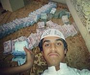 """""""سيلفي"""" يورّط سعودياً في سرقة 1.6 مليون ريال.. والشاب يؤكد براءته (صورة)"""