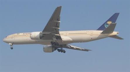 هبوط طائرة تابعة للخطوط السعودية اضطراريا في مطار القاهرة إثر وفاة راكب أمريكي