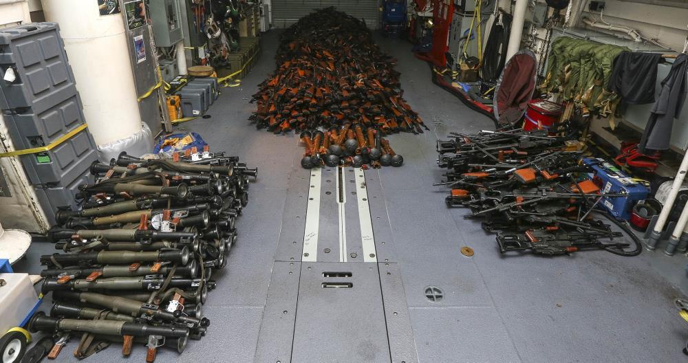 بالصور.. البحرية الأسترالية تضبط آلاف الأسلحة يُشتبه بإرسالها من إيران إلى الحوثيين