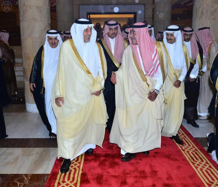 الأمير مقرن يتلقى مبايعة الأمراء