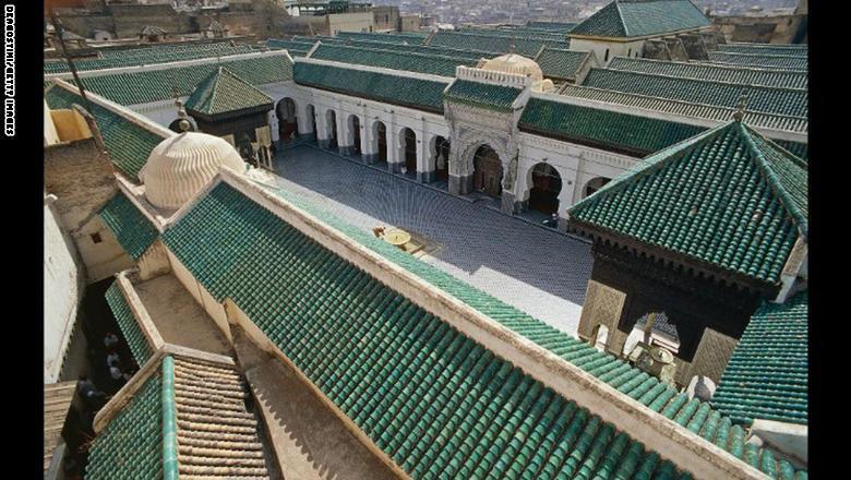 """وفي العام 2012، دعت وزارة الثقافة المغربية شعوني من كندا لإلقاء نظرة على المكتبة، حيث وجدت أن وضعها يسوء. وتوضح شعوني: """"كانت ر"""