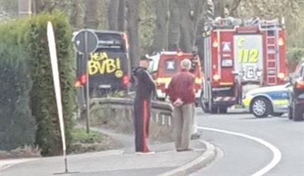 """انفجار بجانب حافلة فريق """"بروسيا دورتموند"""" الألماني وإصابة لاعبه """"بارترا"""""""
