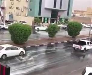 بالفيديو.. هطول أمطار على نجران وتثليث