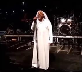 بالفيديو.. الشاب خالد يحيي حفلاً غنائياً بالزي الخليجي في البحرين