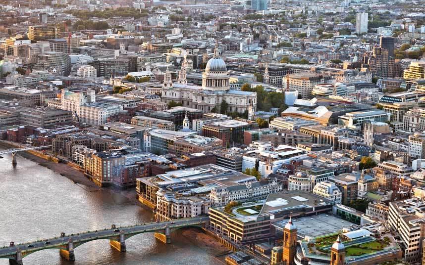 """واستهدفت الغارات الجوية على المدن البريطانية الأخرى مثل """"ليفربول"""" وبيرمنجهام"""" المراكز الصناعية بتلك المدن، على عكس العاصمة الت"""