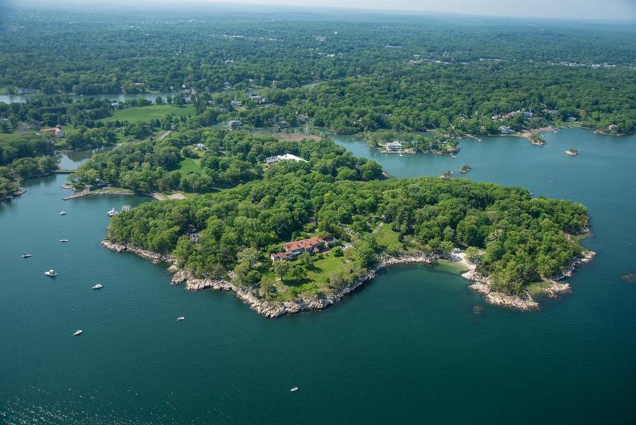 صور من داخل جزيرة كونيتيكت المعروضة للبيع بـ 175 مليون دولار