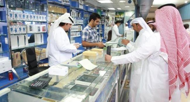فرع وزارة العمل بالرياض يغلق 20 محلاً للاتصالات
