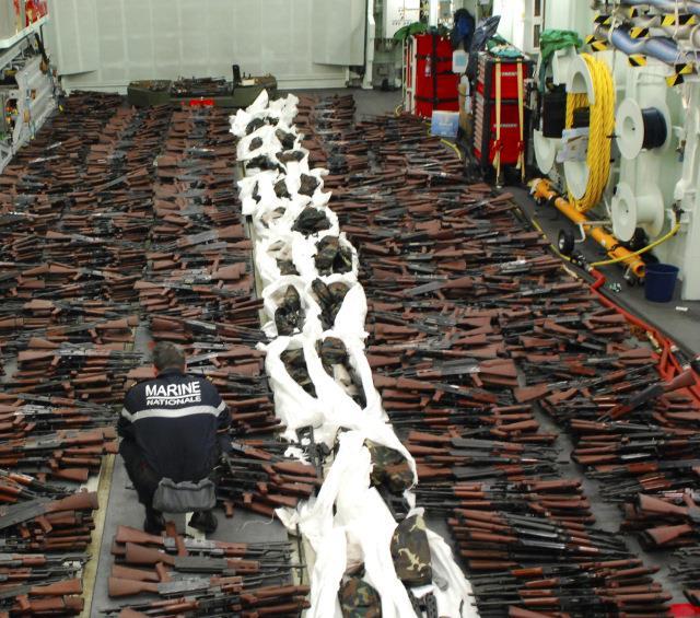 ضبط شحنة أسلحة مضادة للدبابات ومئات الرشاشات والمدافع كانت في طريقها إلى اليمن من إيران