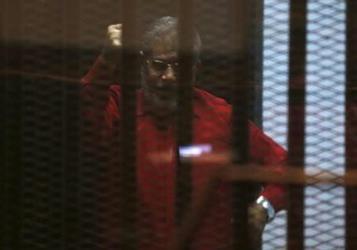 محكمة مصرية تأمر بإجراء كشف طبي لمرسي