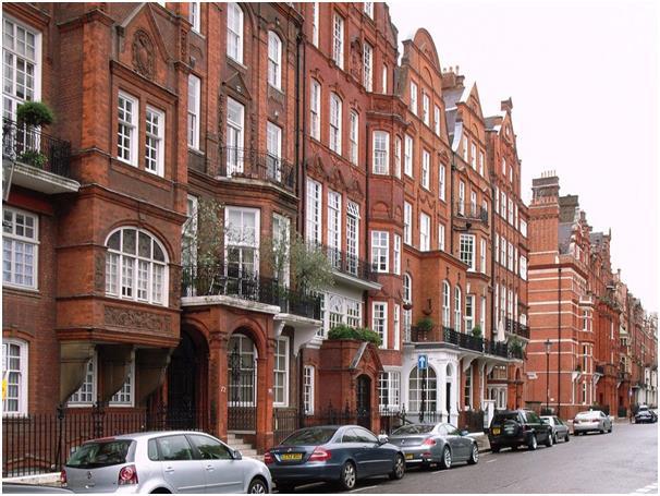 """وفي لندن التي يقصدها """"بلومبرج"""" دومًا كوطن ثاني، يمتلك منزلين أيضًا، يقع الأول الذي اشتراه لفترة في نايتسبريدج، وتقدر قيمته بـ"""
