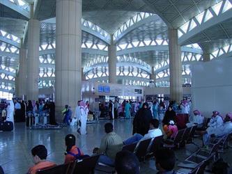 """""""السعودية"""" توضح للمسافرين عبر صالة السفر الدولية بمطار الملك خالد كيفية إنهاء الإجراءات في عيد الفطر"""