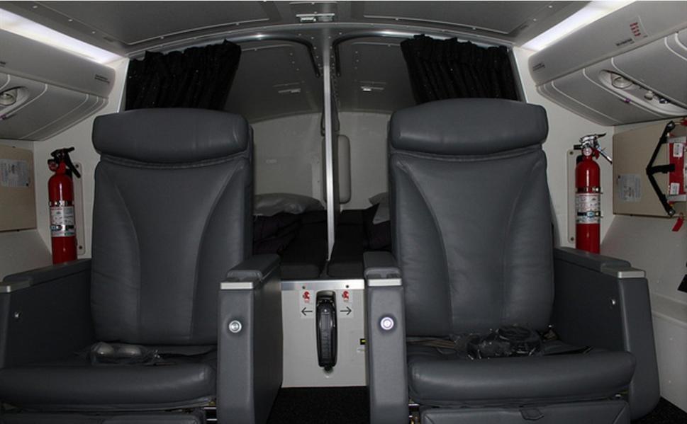 """في طائرات """"بوينج 777"""" الخاصة بشركة """"طيران نيوزلندا""""، توجد مقاعد وفرش للطيارين في الخلف."""